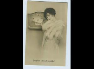 T1010/ Briefkasten Frau mit Brief Pelzstola Foto AK ca.1910 Neujahr