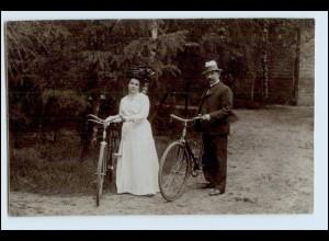 W4W68/ Paar mit Fahrrad Privat Foto AK ca. 1920