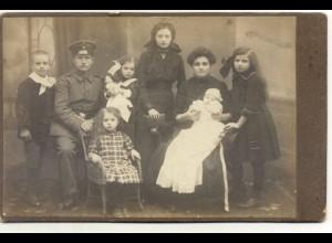 W6V88/ Kabinettfoto Familie Vater in Uniform Mädchen mit Puppe ca.1910