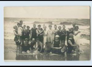 W9X57/ Badeleben Badegäste am Wasser mit Hund Foto AK ca.1925