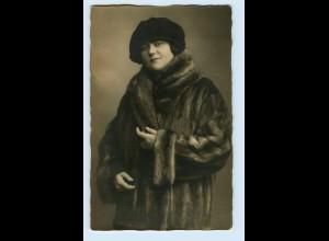 T1218/ Mode Frau im Pelzmantel schöne Foto AK ca.1925