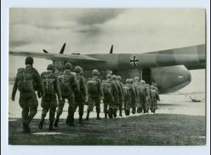 DP040/ Bundeswehr AK Fallschirmjäger besteigen Noratlas Flugzeug