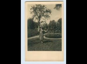 X1F50/ Junge Frau im Garten Foto AK ca.1938