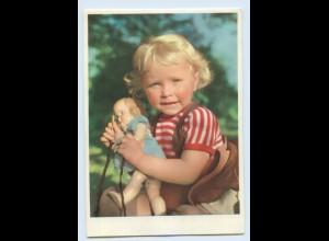 Y1611/ Kleines Mädchen mit Puppe AK ca.1955 Helga Eisen Aufnahme