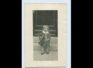 M301/ Kleines Mädchen mit Teddybär schöne Foto AK ca.1925