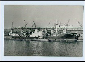 DP119/ Frachter Brandenburg und Schlepper im Hafen Schiffe Foto AK ca. 1950