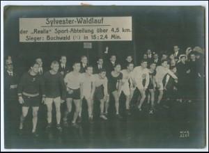 """Y1901/ Sylvester-Waldlauf der """"Realia"""" Sport-Abtlg. Sieger Buchwald Foto ca.1930"""