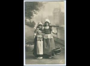 Y1694/ Kinder Mädchen tragen Eimer und Korb 1912 Foto AK
