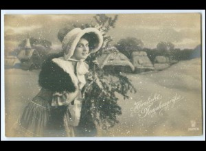 Y1715/ Herzliche Neujahrsgrüße Frau im Schnee 1919 Foto AK