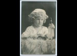 Y2561/ Kleines KInd Mädchen mit Milchflasche Foto AK 1907