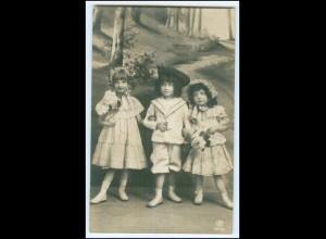 Y2564/ Kinder mit Blumen schöne Foto AK 1907
