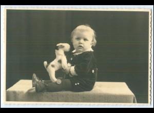 N8435/ Kleiner Junge Kind mit Stofftier Hund Foto AK ca.1935