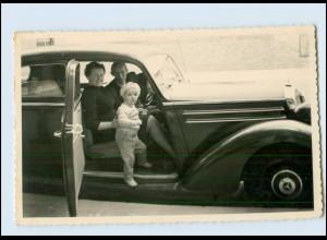 T768/ Mercedes Benz Familie im Autos Foto AK ca.1955
