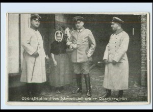 T915/ Oberstleutnat von Schwerin mit seiner Qartierswirtin 1. Weltkrieg AK