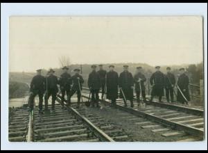 T1050/ Eisenbahn Gleisarbeiter Foto AK Berufe ca.1920