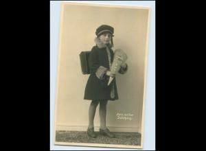 Y4522/ Erster Schulgang Einschulung Mädchen mit Schultüte Foto AK ca.1935