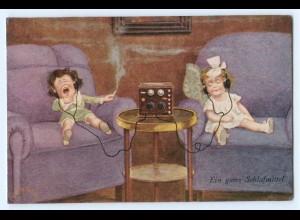 T3302/ Kinder hören Radio mit Kopfhörer schöne AK 1925