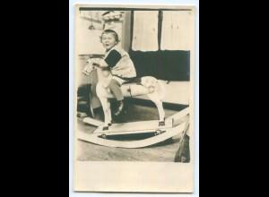 T3421/ Schaukelpferd Kind weint Privat Foto AK ca.1920