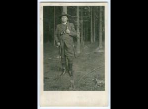 T3426/ Jagd Jäger mit Gewehr Fernglas Foto AK 1933