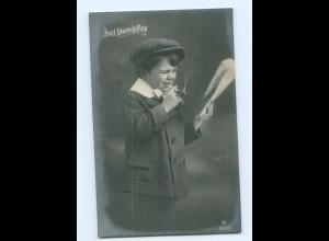 Y5515/ Zivil-Dienstpflicht Junge mit Zeitung und Zigarette Foto AK 1917