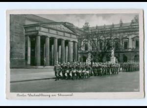 Y5792/ Berlin Wachablösung am Ehrenmal 1942 AK