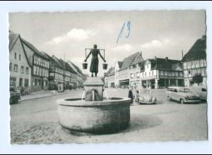 T9365-3338/ Schöningen am Elm Markt mit Brunnen AK