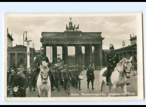 U676/ Berlin Aufziehen der Wache, Soldaten, Brandenburger Tor, Foto AK ca.1938