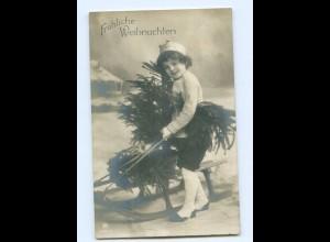 Y7748/ Weihnachten KInd mit Tannenbaum und Schlitten Foto AK 1910