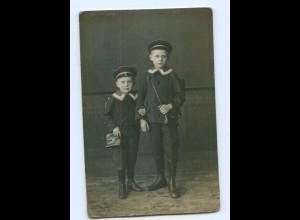 Y7739/ Jungen Schulkinder in Matrosen-Uniform Foto AK 1918