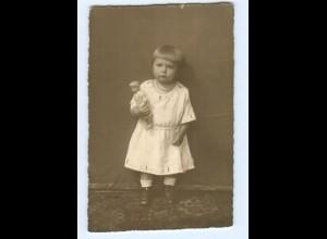 Y7746/ Kleines Mädchen mit Puppe Privat Foto AK ca.1925