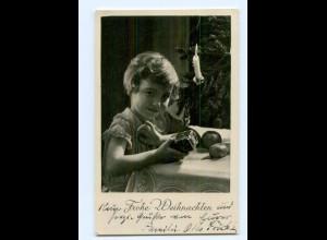 Y7807/ Weihnachten Mädchen mit Kuchen Foto AK 1937