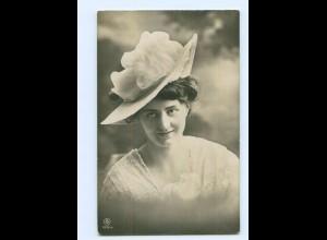 Y8218/ Frau mit Hut Foto AK ca.1910