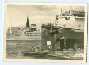 Y8908/ Hamburg Blick v.d. Werft auf das Hotelschiff Daressalam Foto AK