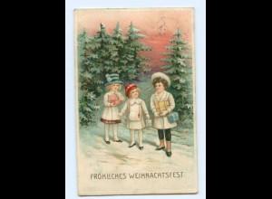 Y8587/ Weihnachten Kinder mit Geschenken Litho Prägedruck AK