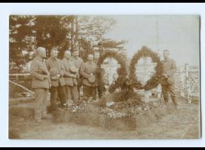 Y9660/ Soldaten Beisetzung Beerdigung Friedhof Foto AK 1. Weltkrieg 1916