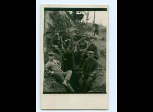 Y9503/ Soldaten Foto AK Unterstand 1. Weltkrieg