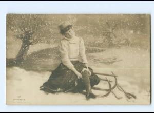 U2986/ Frau mit Schlitten Wintermotiv Foto AK