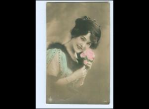Y9812/ Junge Frau mit Rose NPG Foto AK 1912
