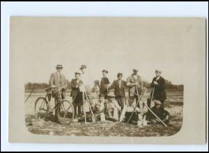Y12419/ Jungen bei der Feldarbeit, Mann mit Fahrrad Privat Foto AK ca.1910