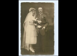 Y11271/ Hochzeit Brautpaar Soldat mit Pickelhaube Foto AK ca.1915