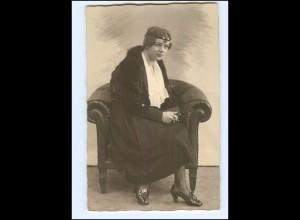 Y11374/ Junge Frau sitzt im Sessel Foto AK 1920