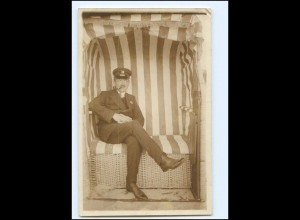 Y11358/ Mann mit Pfeife im Strandkorb Foto AK Badeleben ca.1925