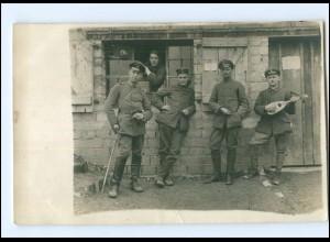 Y11459/ Soldat mit Laute Foto AK 1. Weltkrieg 1918