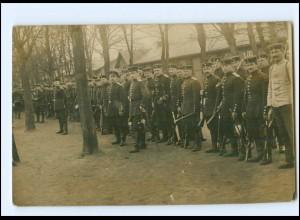 Y13049/ Lockstedter Lager Soldaten mit Gewehr Foto AK 1910