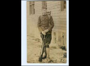 Y14497/ Soldat mit Gewehr Foto AK ca.1915