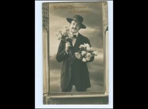 Y13767/ Geburtstag Mann mit Hut und Blumen 1911 Foto AK