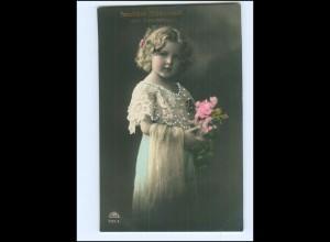 Y13772/ Geburtstag Mädchen mit Blumen 1918 Foto AK
