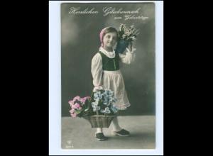 Y13771/ Geburtstag Mädchen mit Blumen 1914 Foto AK