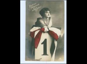 Y14169/ Neujahr junge Frau schöne Foto AK ca.1914