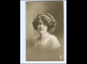 Y14010/ Junge Frau mit Haarschmuck schöne Foto AK 1916